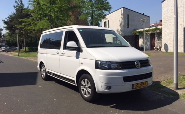 The White Edition – California White Edition 4 person camper van DSG 7 140 HP.