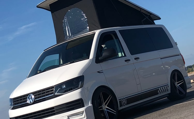 Starlight ⭐️ VW T6  – Starlight ⭐️ VW T6 for hire from £120 per day a bargain for the off season