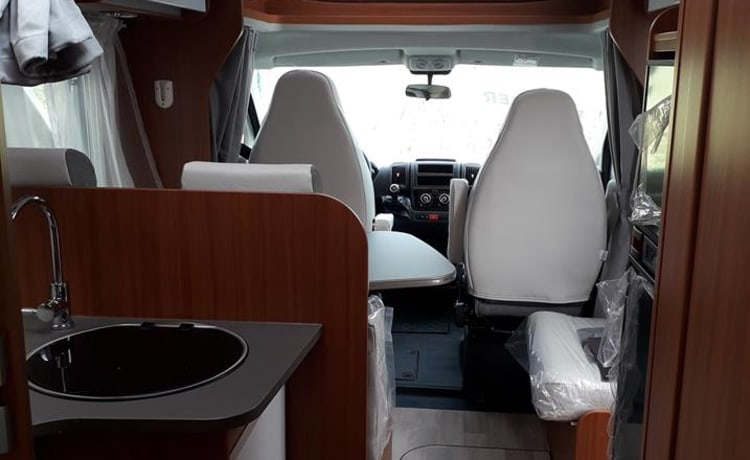 Etrusco QB7400 motorhome - No KM levy VA 3 weeks