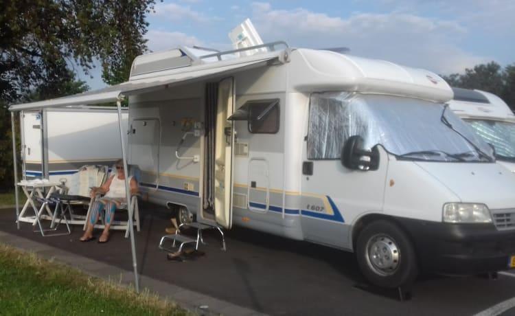 Een camper huren bij van Duuren! Honden toegestaan (2003)