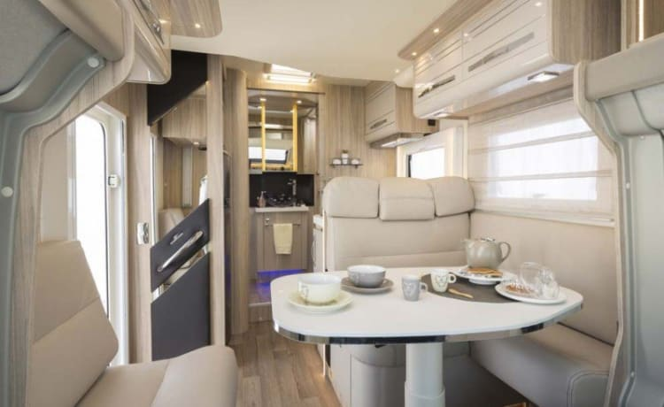 Luxurious camper, as good as new!