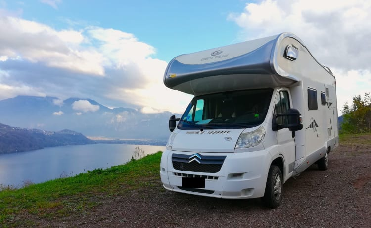 Fabulous super-equipped motorhome