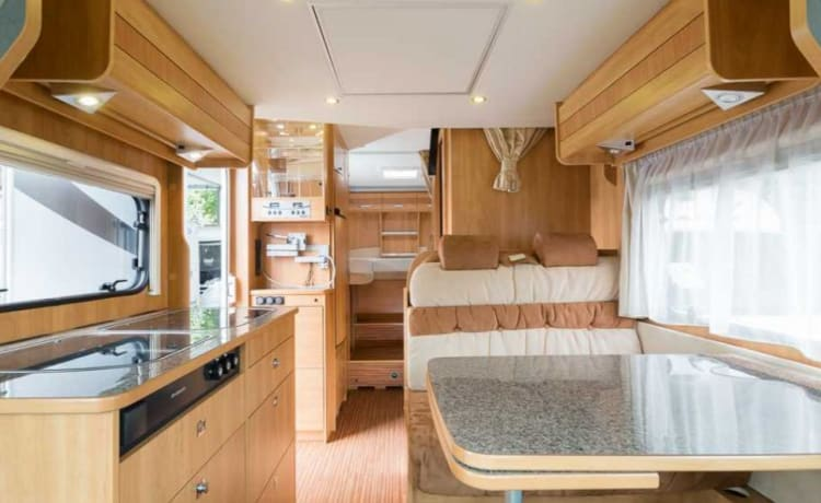 Camper 2 – Spacious Dethleffs Globe long beds and pull-down bed