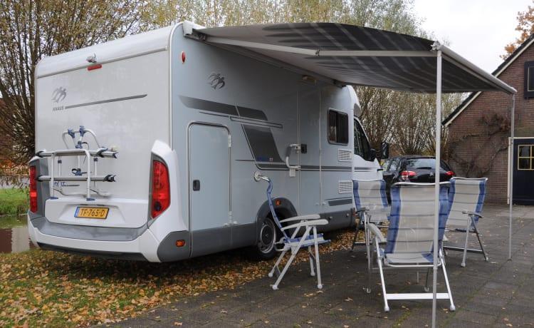 Bel camper Knaus per 4 persone compatto con garage XXL