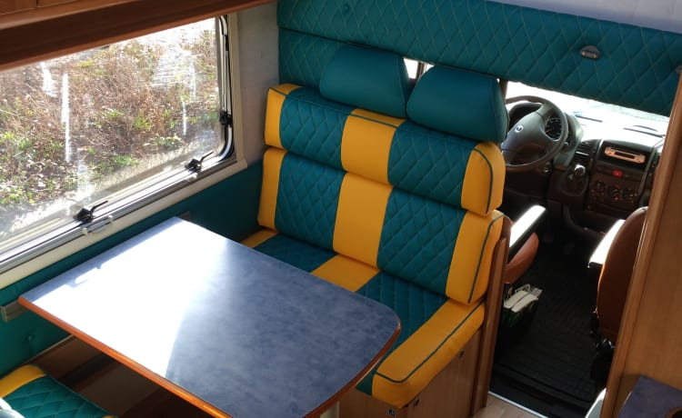 Compact 5 pers. family camper