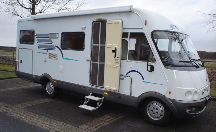 Blue – Geweldige Hymer B644 camper Blue met gezellige L-zit, airco en grote garage
