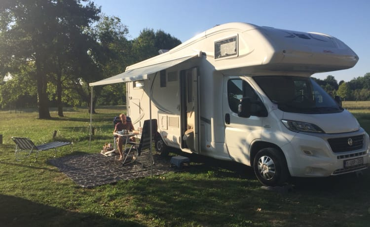 'The King' – The King - luxurious, very spacious MCLouis Twid 5 person camper
