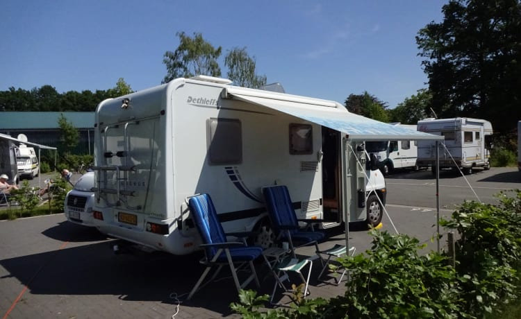 Globebus – Wonderful camper with French bed only 5.60 m