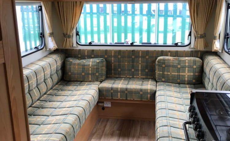 Comodo camper Highland, 2 posti a sedere, 4 posti letto