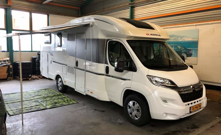Adria Matrix 670 SL – Luxurious 5 person Adria camper with all comforts.