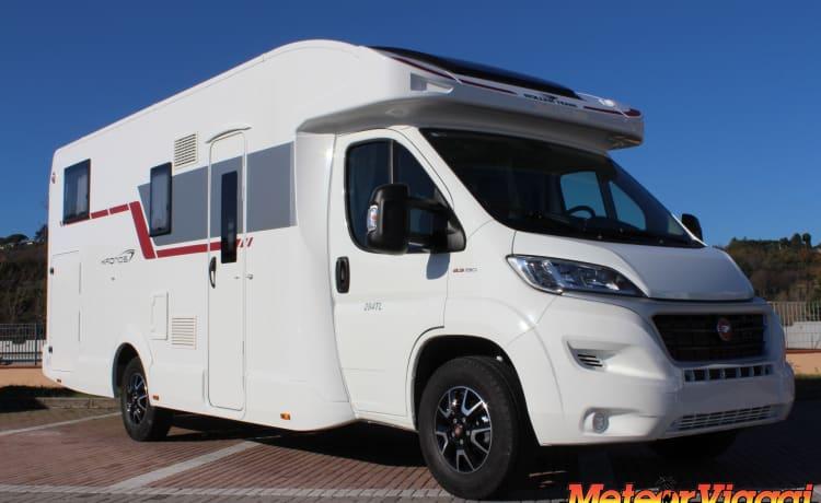 Semi-integrated 5 Seats Roller-Team Kronos 284 TL Garage