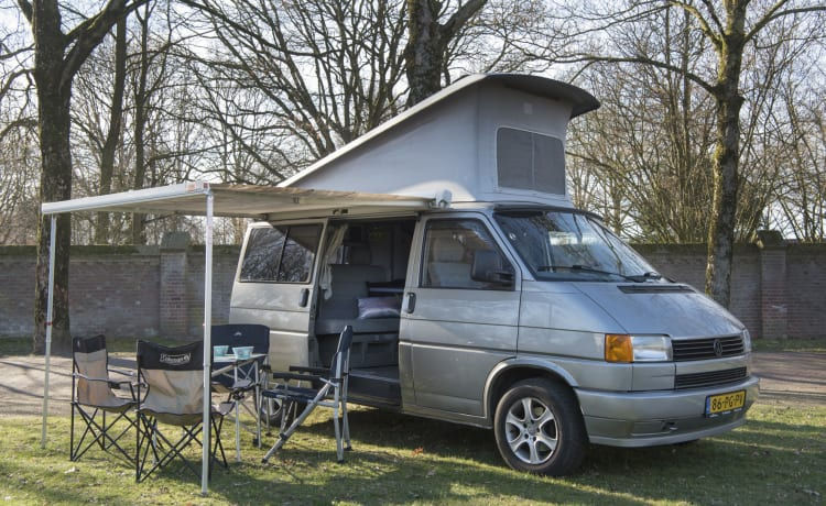 Sunset - VW T4 California with sleeping roof; vending machine