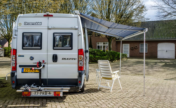 De Klaploper – Luxury 2-person camper with spacious fixed double bed!