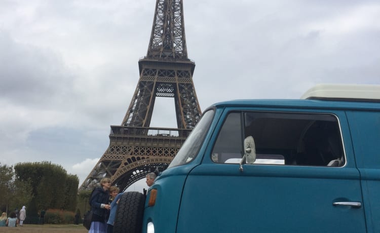 Blue – Hip cool retro Volkswagen T-2 for rent