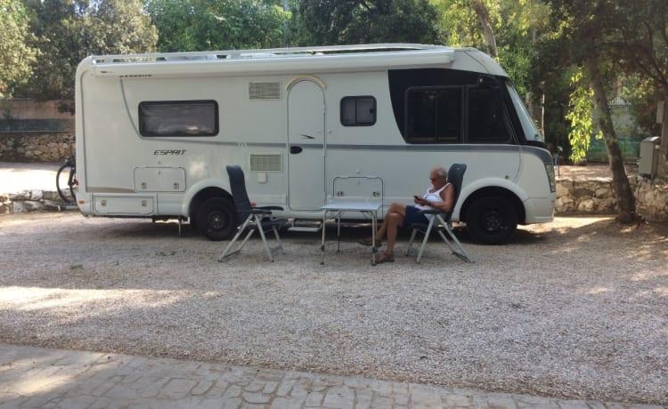 Luxe Camper van alle gemakken voorzien