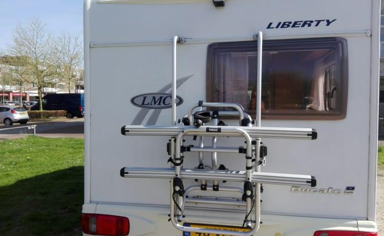 Ruime praktisch ingedeelde camper, LMC 662 TI