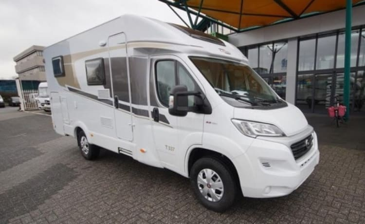 Young camper, automatic, 2 person with 2 air conditioners