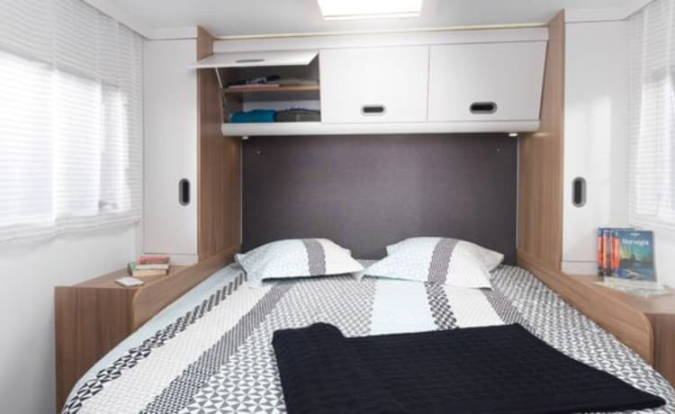 Luxury 5 Berth Motorhome (Edinburgh)