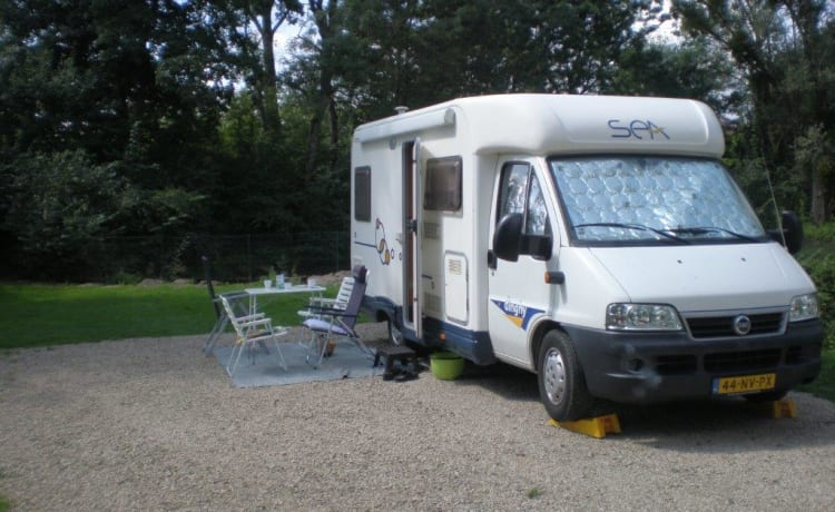 SEA Dinghy 8 type 200 – Very neat and cozy camper for 2 people with sufficient storage space.