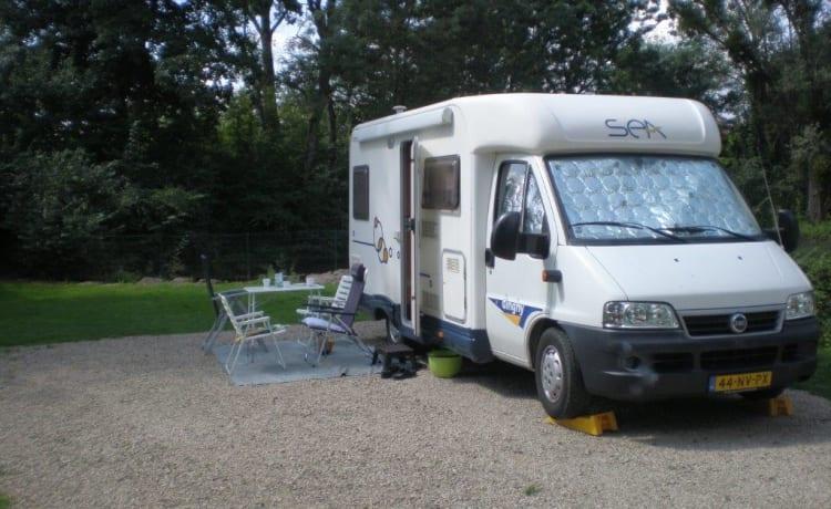 Dinghy  – Zeer nette en gezellige camper voor 2 personen  met voldoende bergruimte.