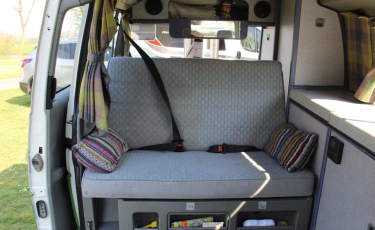 Lisanne – Compacte & Betrouwbare 2/4-persoons Volkswagenbus T4