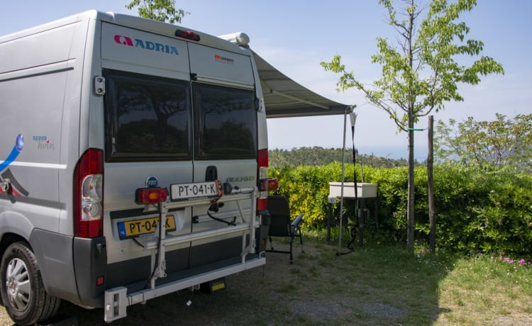 Compact Compleet – On an adventure in a spacious bus camper