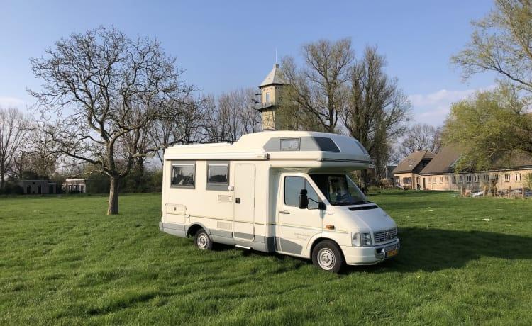 Karmann Missouri – Keurige comfortabele familie camper met rondzit