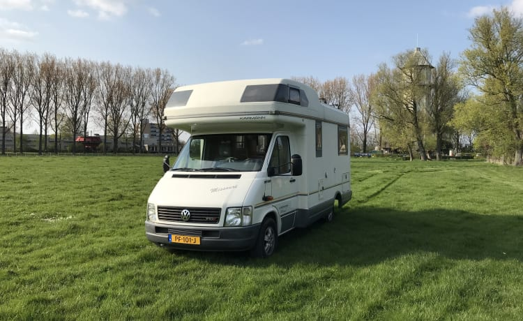 Karmann Missouri – Nice comfortable camper with round seat