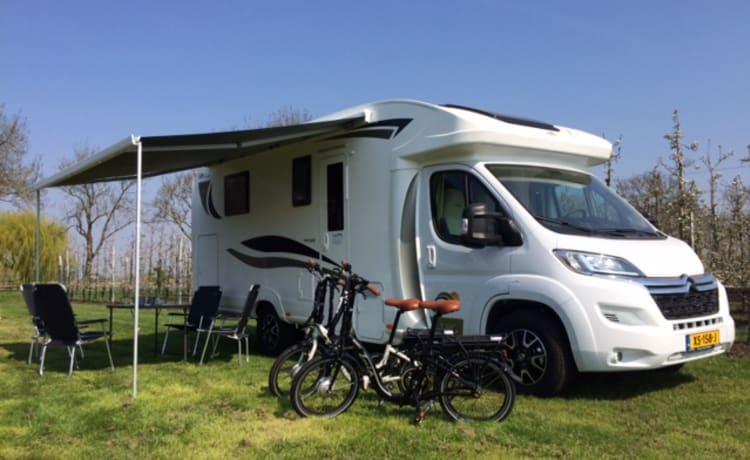 T595 – Nieuwe SUNDRIVER halfintegraal camper (max 5 pers.)