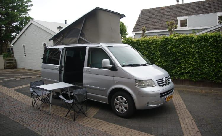 Heerlijke Compacte VW camperbus (7 pers) met slaaphefdak en fietsendrager