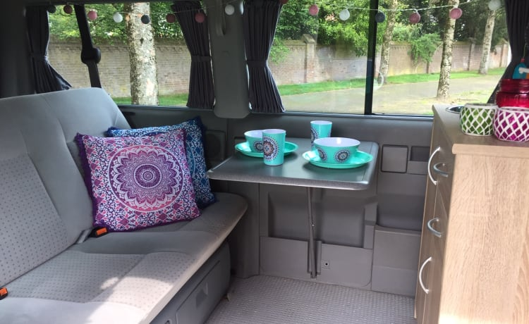 Mandala - Cozy and robust VW T4 multivan with lifting roof