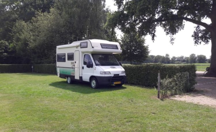 """Sminty Minty"" – Nice Fiat Ducato (family) camper: book now from 21 Sep!"