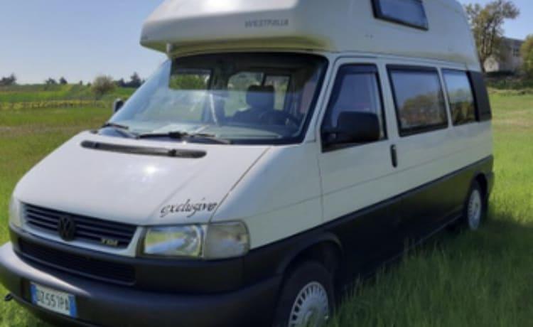 Volkswagen T4 Kalifornien Westfalia Rent Van in Puglia