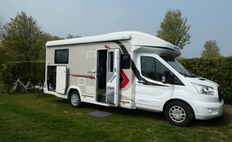 New motorhome for 4 people, automatic