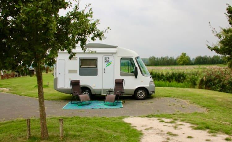 Dibbus – Compacte Comfortabele Camper voor 2 personen