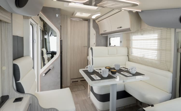 Elnagh Magnum 530 – Luxurious new integral