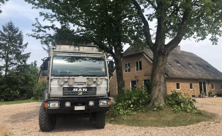 4WD expedition camper: Paris-Dakar