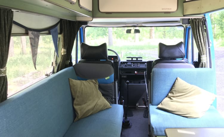 Lynz – Vrolijke kampeerbus Westfalia