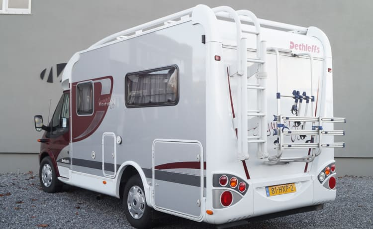 Dethleffs Jubivan 2.2D Summer Edition – Comfortable and compact 2-person camper