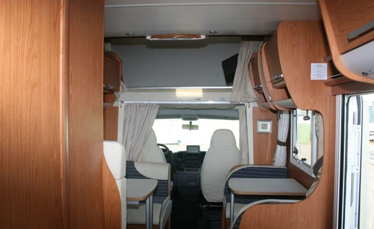Europese RIMOR 89, 7 BEDDEN 5 plaatsen voor reizen