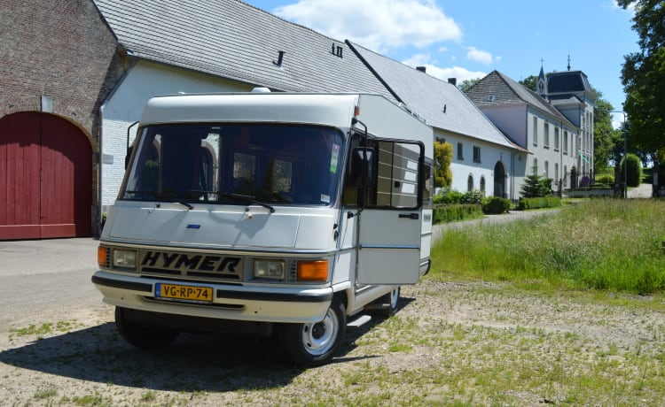 Reliable Hymer motorhome from 1992 for 2 people!