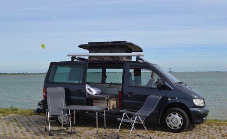 Danny de Vito – Leuke Mercedes-Benz Vito camperbus