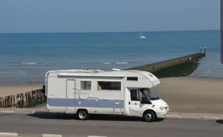 Rimor  – Spacious family camper with 7 sleeping places!