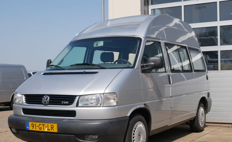 VW T4 bus camper with sports roof 2 person sleeping place, 4 seats