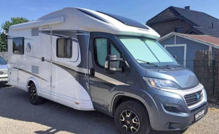 Luxury motorhome with Automatic-2 x Sat TV-Roof airco-Bicycle lift ....