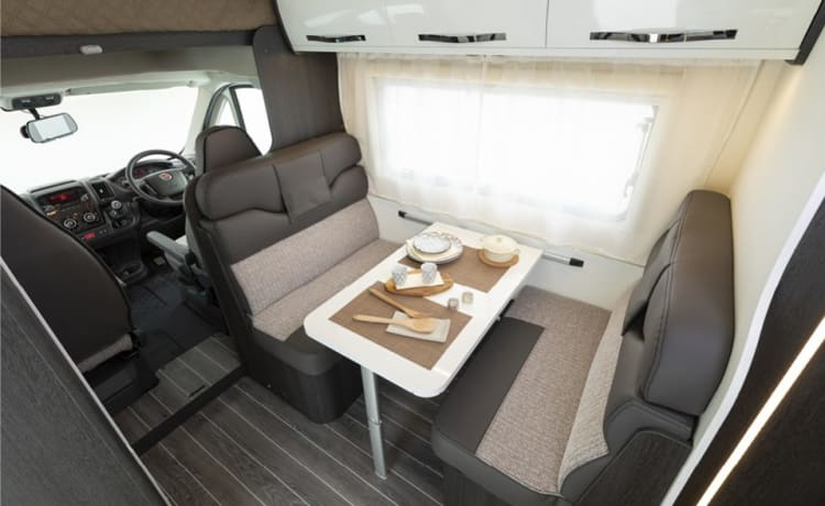 6 Berth Motorhome Hire - UK & Europe