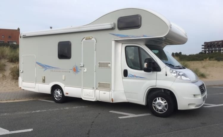 IDEAL FAMILY MOTORHOME - 4 to 6 people - RIMOR TRIMARANO
