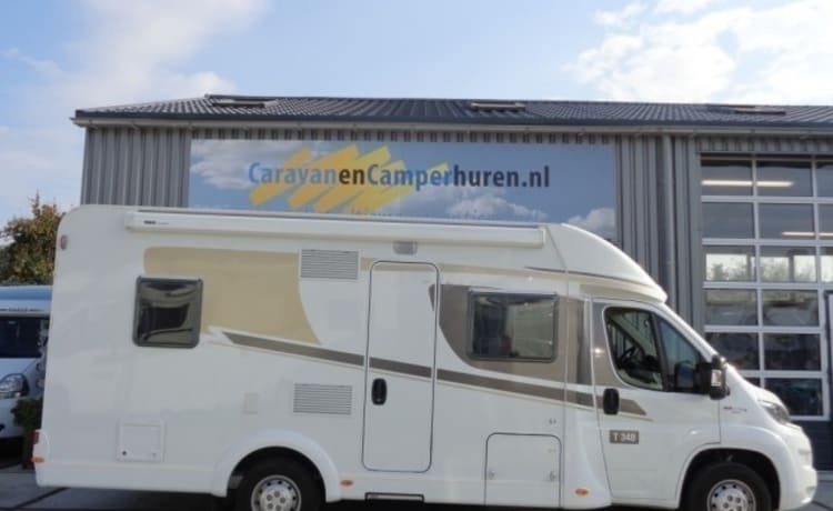 Spacious family camper for up to 4 people