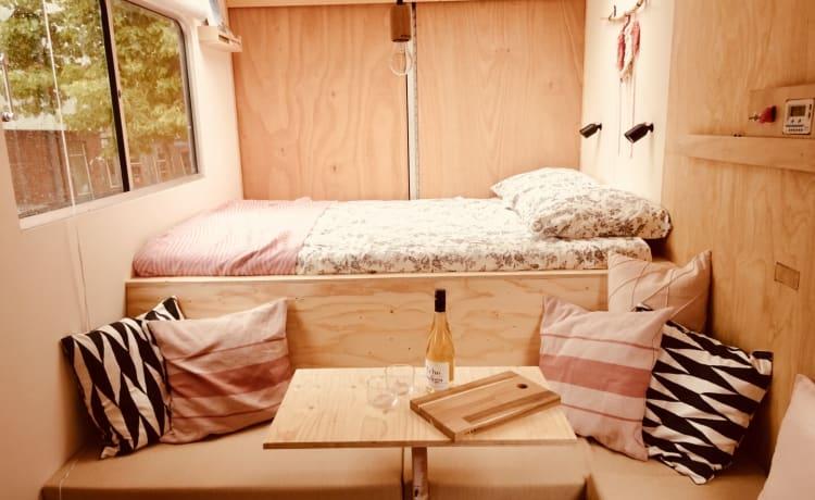 Slow Down Camper – Gaaf en unieke 3-pers Mercedes camper (ons huis op wielen)