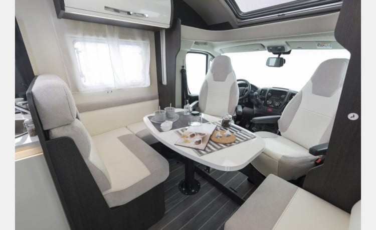 Fully equipped motorhome for 5 people in perfect condition!